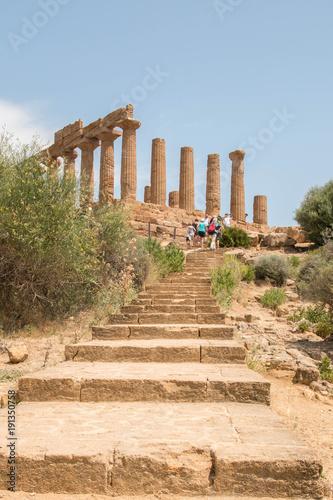 Plakat Świątynia Hery ze schodami. Valley of the Temples - Temples Valley, Agrigento, Włochy.