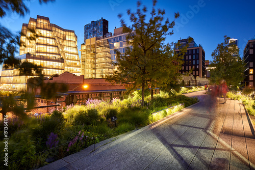 Photo  Evening light on the Highline in Chelsea