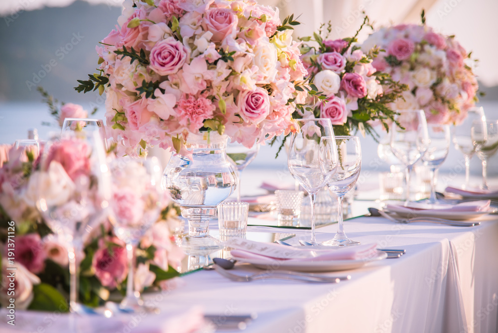 Fototapety, obrazy: Table setting at a luxury wedding and Beautiful flowers on the table.