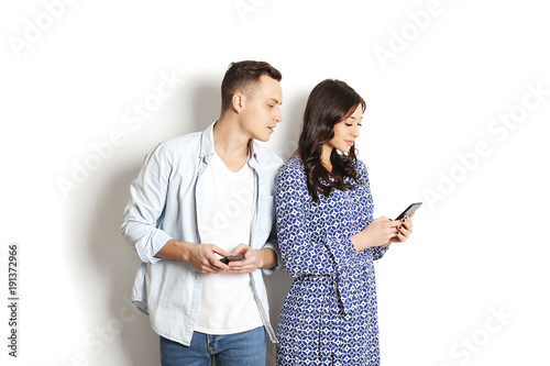 husband using dating apps
