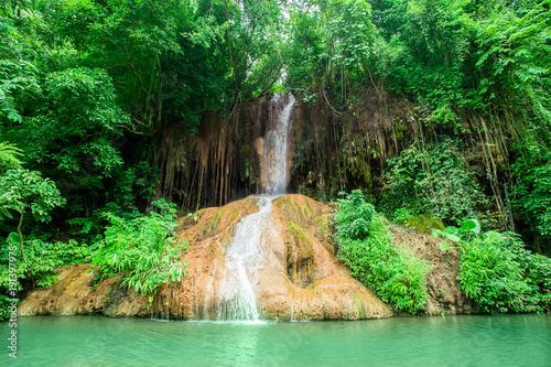 wodospad-klimat-tropikalny-las-deszczowy-woda-roslina