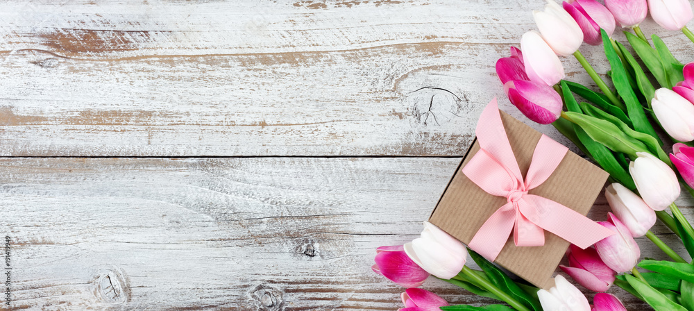 Fototapety, obrazy: springtime pink tulips on white rustic wooden boards
