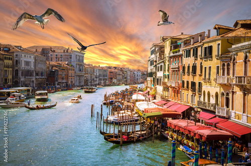 Poster Lavendel Panoramic sunset view of famous Grand Canal in Venice, Italy