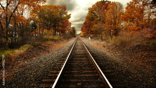 Foto op Canvas Spoorlijn Train tracks in fall