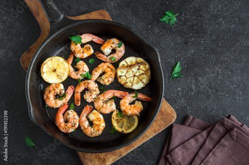Roasted shrimps with lemon and garlic