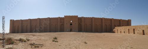 Foto  Exterior view to Al-Ukhaidir Fortress aka Abbasid palace of Ukhaider near Karbal