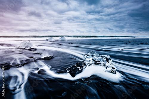 Printed kitchen splashbacks Glaciers Large pieces of the iceberg that sparkle on the black sand. Location place Jokulsarlon, Vatnajokull national park, Iceland.