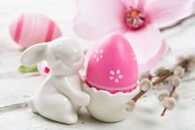 Eierbecher Mit Pinkem Osterei