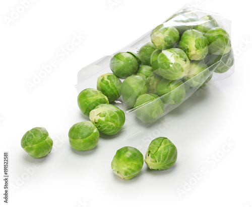 Poster Brussel fresh brussels sprouts isolated on white background