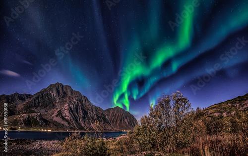 Fotografia, Obraz  Northern lights explotion above Mt Stornappstinden in Lofoten