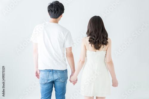 手をつなぐカップルの後ろ姿 Canvas-taulu