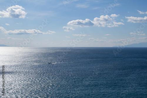 Poster Mer / Ocean 晴れた日の陽の光が反射する海