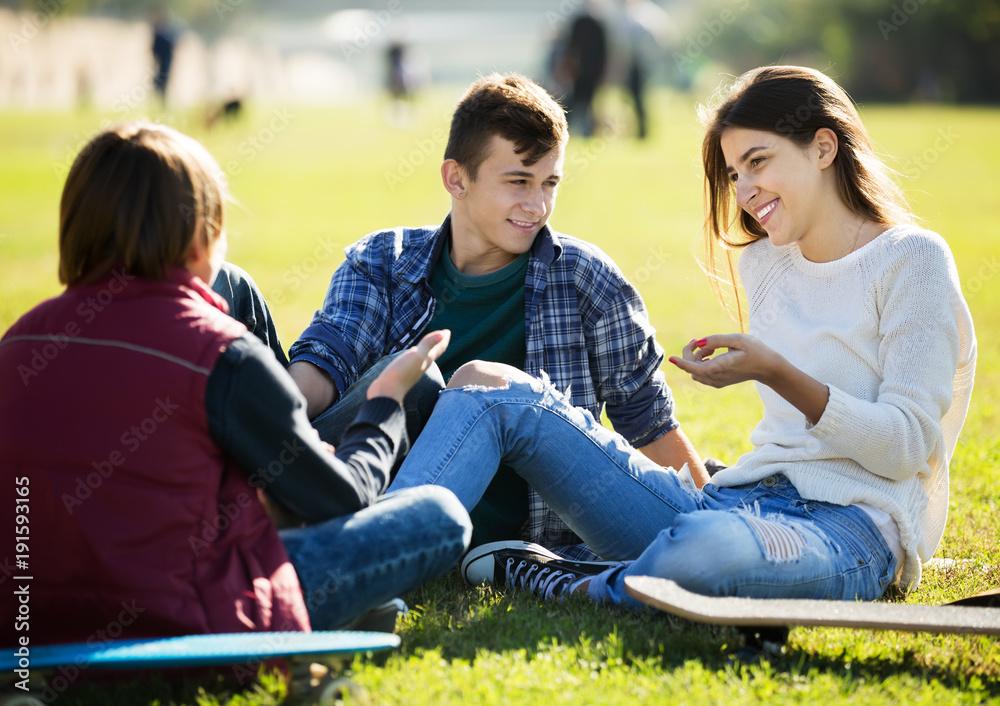 Fototapeta Teenagees chatting outdoor