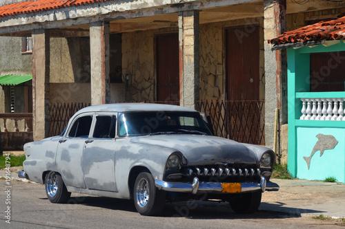 Wall Murals Old cars Un coche de los años cincuenta en Cojímar (Cuba)