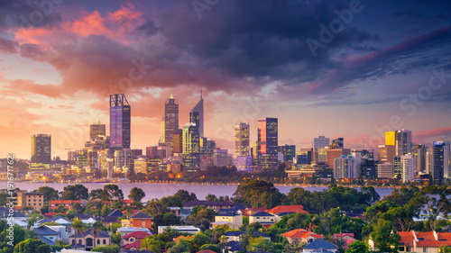 Papiers peints Océanie Perth. Panoramic aerial cityscape image of Perth skyline, Australia during dramatic sunset.