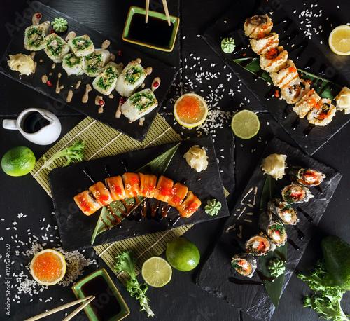 Cadres-photo bureau Sushi bar sushi on the black background