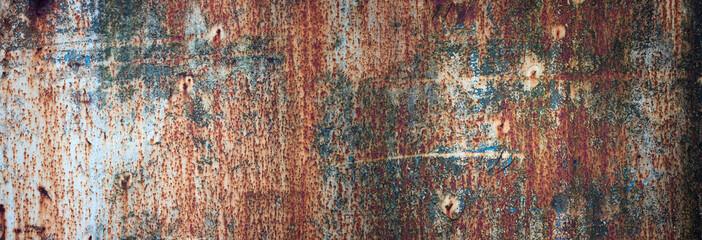 zardzewiały metal tekstury z łuszczącą się farbą. panoramiczne tło starego żelaza i rdzy