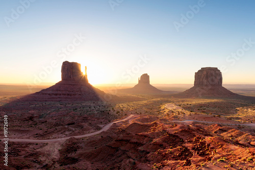 Staande foto Arizona Arizona landscape at sunrise, Monument Valley, Navajo Tribal Park.
