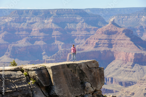 Tuinposter Canyon Girl on a cliff in the Grand Canyon, Arizona