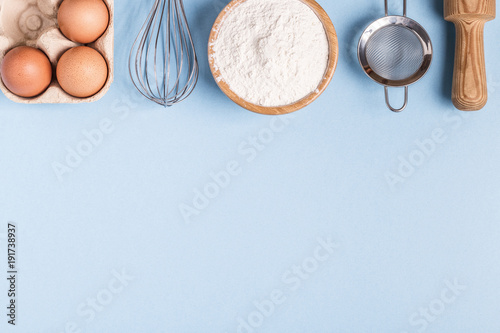 Fotomural  Ingredients for baking  on a blue background.
