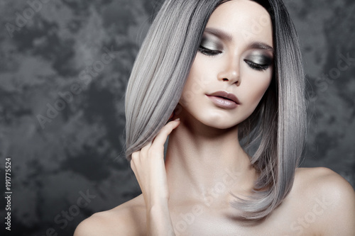 Fotomural  Young beautiful girl with silver make-up