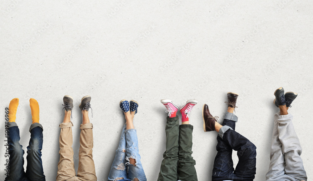 Fototapety, obrazy: People's legs at the wall during a break in work