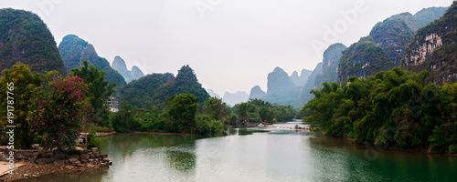 Foto op Canvas Guilin Yu Long river and Karst mountain landscape in Yangshuo Guilin, China