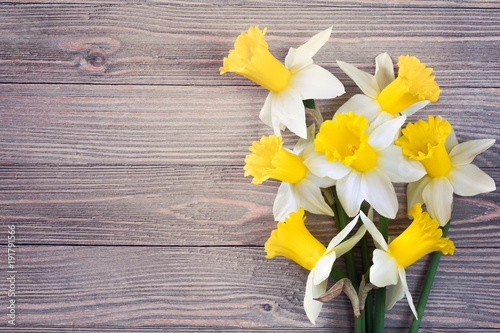 Deurstickers Narcis Daffodils flowers on wooden background