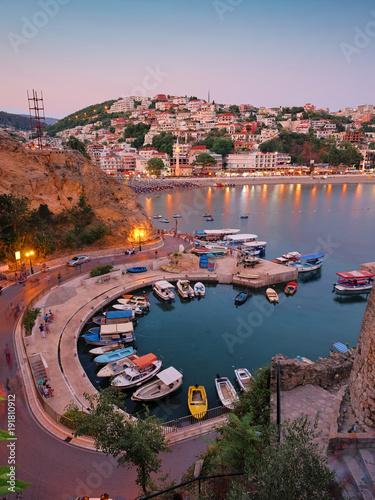 Foto auf AluDibond Stadt am Wasser Ulcinj Town And Marina at twilight, Montenegro