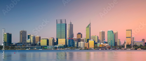 Autocollant pour porte Océanie Perth. Panoramic cityscape image of Perth skyline, Australia during sunset.