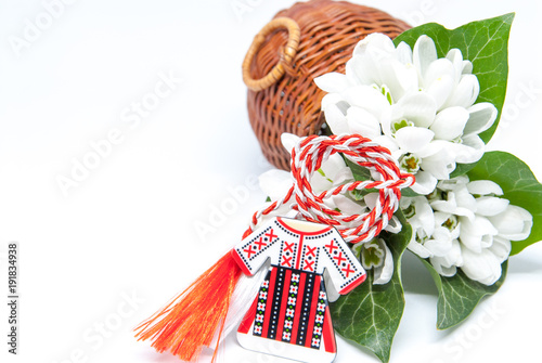 Fotografía  snowdrops and red and white string martisor on white with copy space east europe