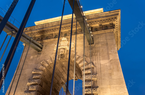 Fotografie, Tablou One of two river piers of the Chain Bridge in Budapest at night