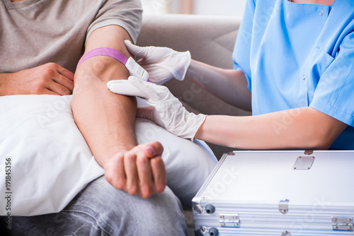 Photo Patient getting blood transfusion in hospital clinic