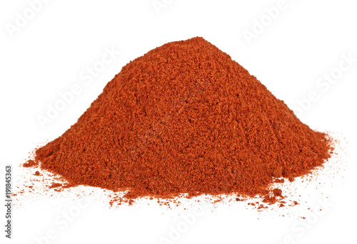 Fotografía Pile of red pepper powder isolated on white background