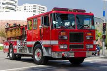 Rotes Feuerwehrauto In Den Str...