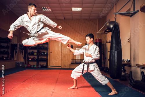 Photo Martial arts masters practice kick in jump