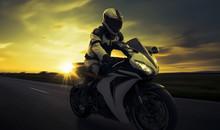 Schneller Motorradfahrer Auf S...