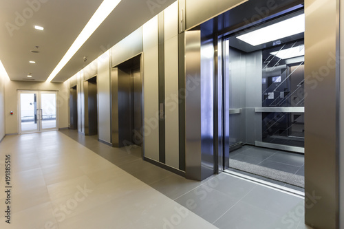 Photo Modern steel elevator cabins in a business lobby or Hotel, Store, interior, office,perspective wide angle