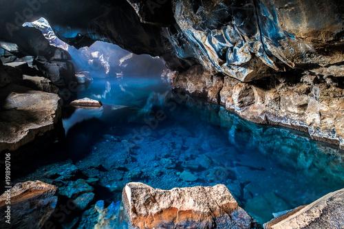 grjotagja-cave-islandia