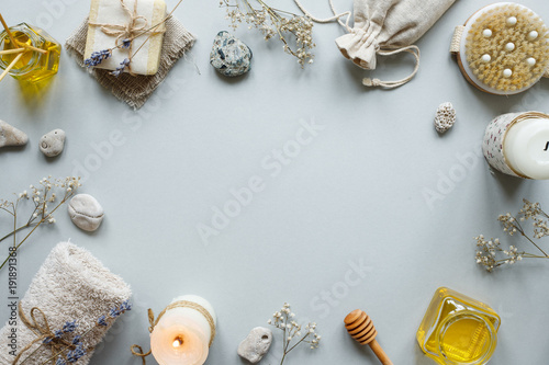 Poster de jardin Spa Spa composition. Various products for spa treatments on rustic wooden background
