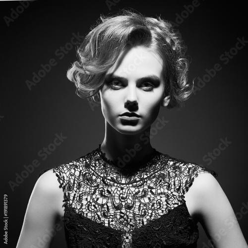 Foto op Plexiglas womenART Beautiful young lady on black background