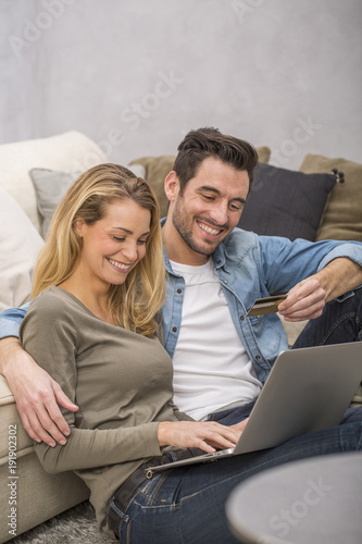 Photographie  young couple buying on internet, online shopping