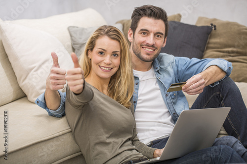 Fotografia  young couple buying on internet, online shopping
