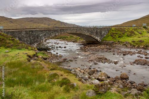 Spoed Foto op Canvas Grijze traf. Old Stone Bridge on the Isle of Skye, Scotland