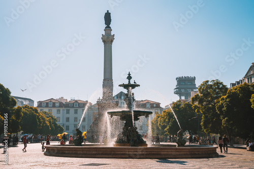 Tuinposter Beautiful view on the fountain on the Rossio square with column during the sunny day in Lisbon city, Portugal