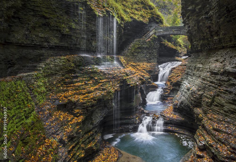 Valokuva  Rainbow Falls Autumn - Watkins Glen State Park, New York