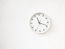 Simple Modern Round Clock On W...