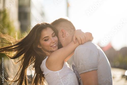 Carta da parati Happy couple in love embrace each other