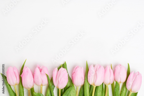 Foto op Plexiglas Tulp Pink tulips border on white background. Copy space, top view
