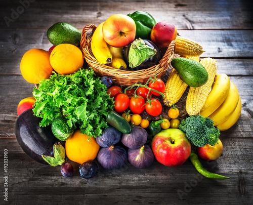 Fototapeta owoce owoce-i-warzywa-na-deskach